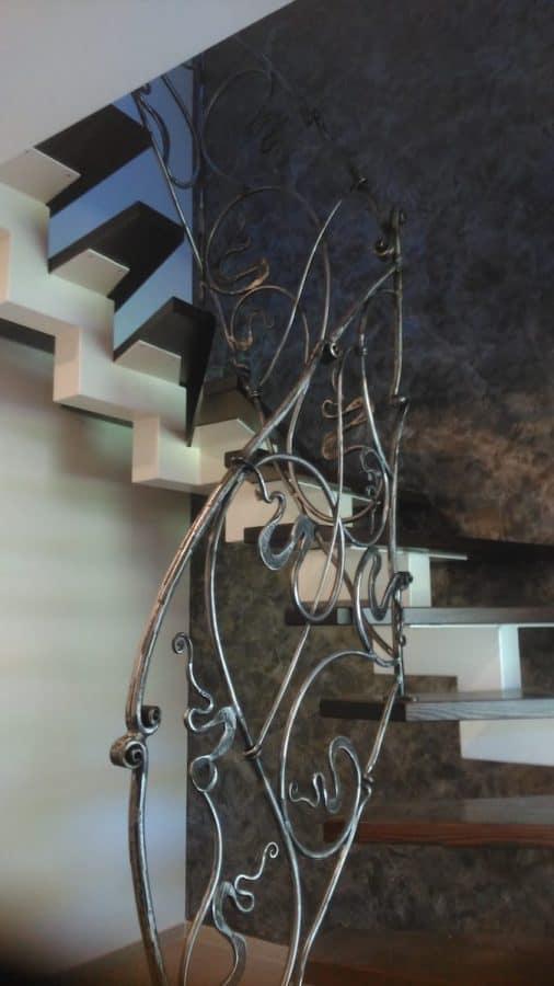 vidaus laiptų metalinė konstrukcija (10)